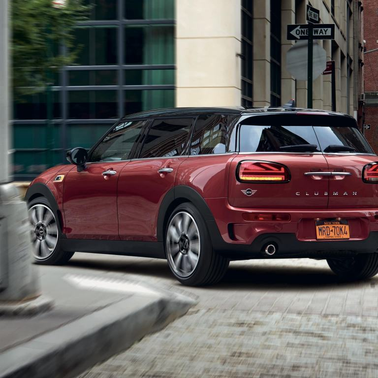 MINI Clubman – red and black – front view