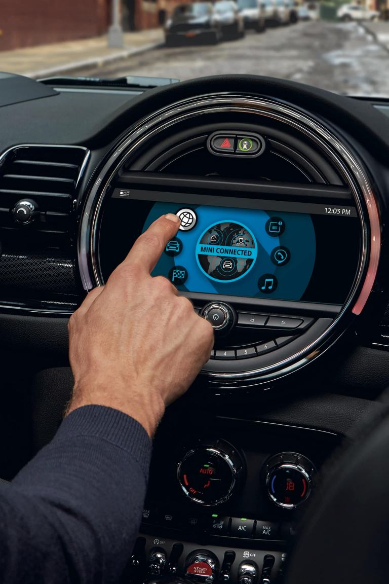 MINI Clubman – interior – centre console touchscreen